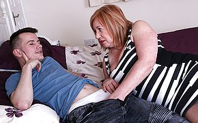Big boobed Aunt Trisha luvs deep throating pecker
