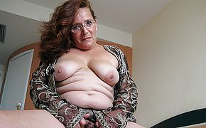 Maria Theresa is one sizzling mature fuckslut who luvs to tinkle
