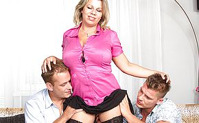 Thick boobed housewife gargling and plowing in a three way