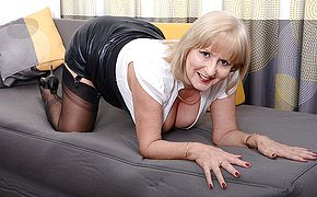 Insane Lorna Blu gets her self off with her plaything