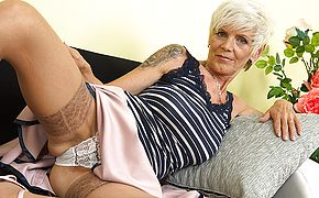 Insatiable mature dame frolicking with her humid gash