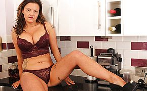 Super hot Brit Milf frolicking woth her snatch in the kitchen