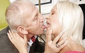 Ultra kinky youthfull ash blonde blowing and plowing elderly stud