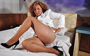 Horny mature mexican gal jacking