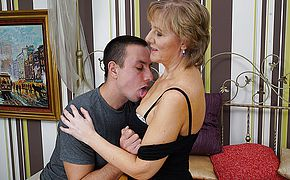 Mature housewife gets boinked by her toyboy