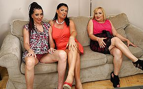 3 ultra kinky housewives fooling around on the sofa