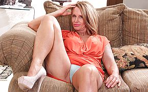 Insane Yankee mother toying with her moist slit