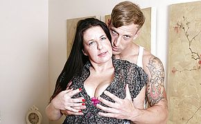 Insatiable British housewife romping her fucktoy dude
