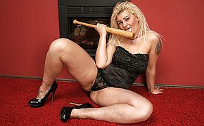 Kinky housewife boning her baseball bat