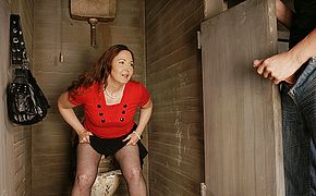 This crazy mature mama luvs to get ultra kinky