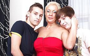 This ultra kinky housewife enjoys a three way