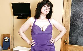 Insatiable British housewife toying with herself